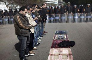 صور هل يجوز الصلاة بالحذاء , هل الحذاء سببا فى عدم قبول الصلاه ؟