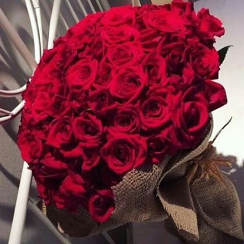 صورة بوكيه ورد احمر , باقة زهور حمراء 5087 3