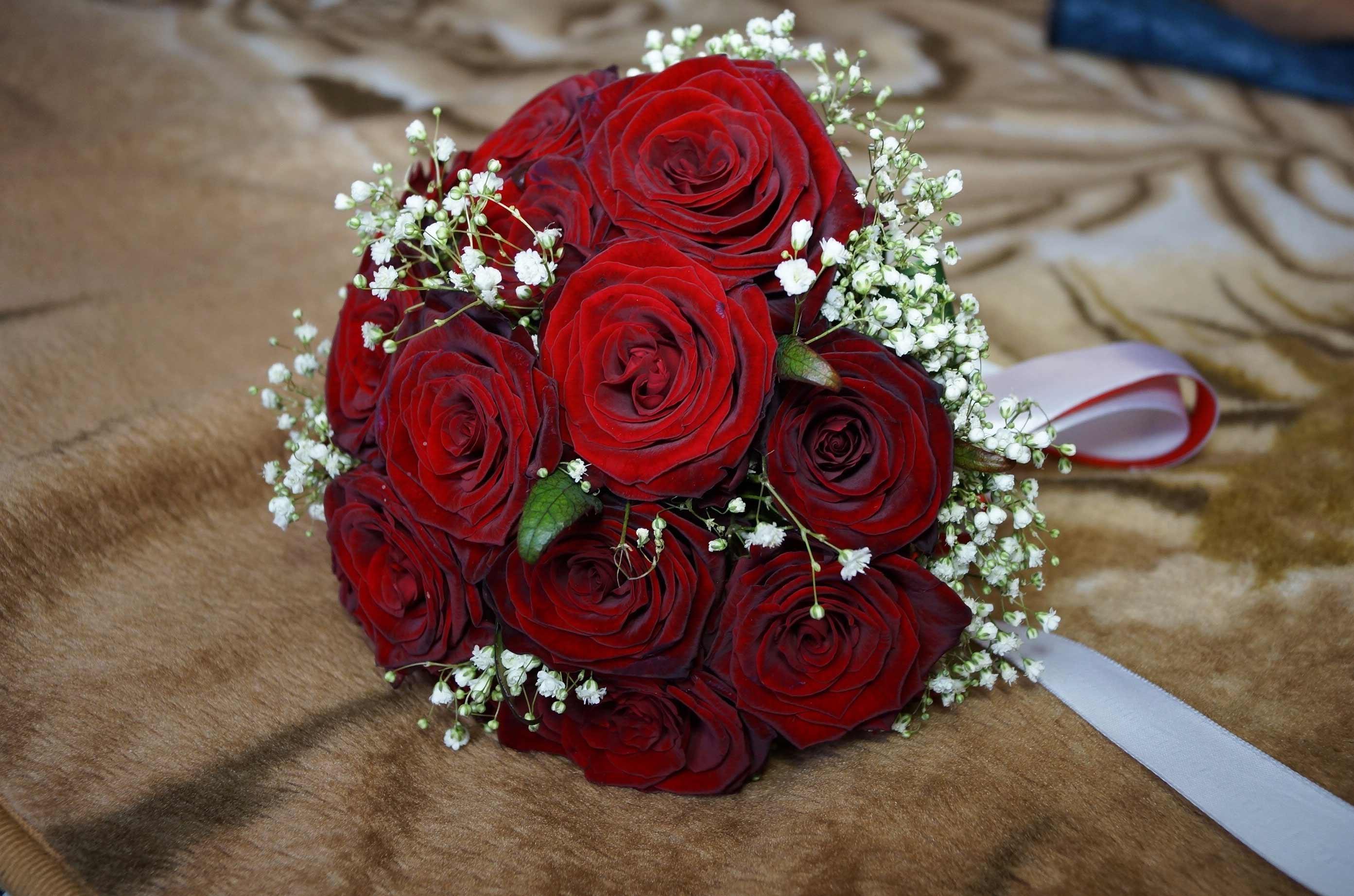 صورة بوكيه ورد احمر , باقة زهور حمراء 5087 4