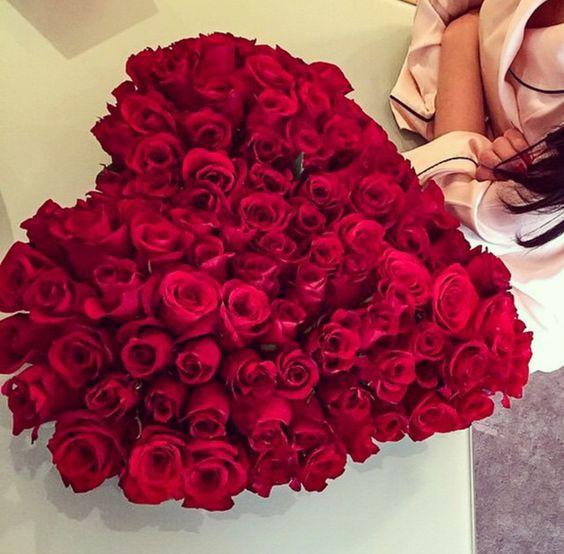 صورة بوكيه ورد احمر , باقة زهور حمراء 5087 7