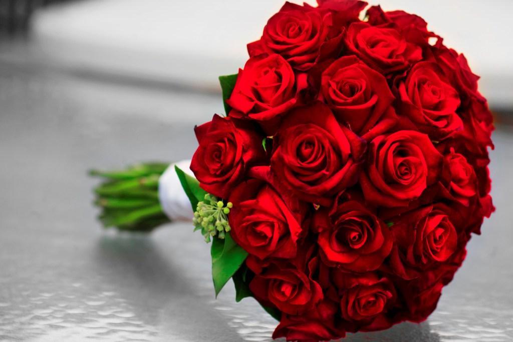 صورة بوكيه ورد احمر , باقة زهور حمراء 5087 9