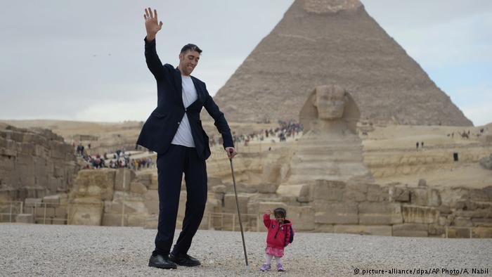 صورة اطول رجل في العالم , الرجل الاكثر طولا في العالم