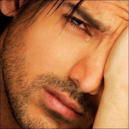 صور رجل يبكي , ايهما يبكي اكثر هل المراة ام الرجل؟