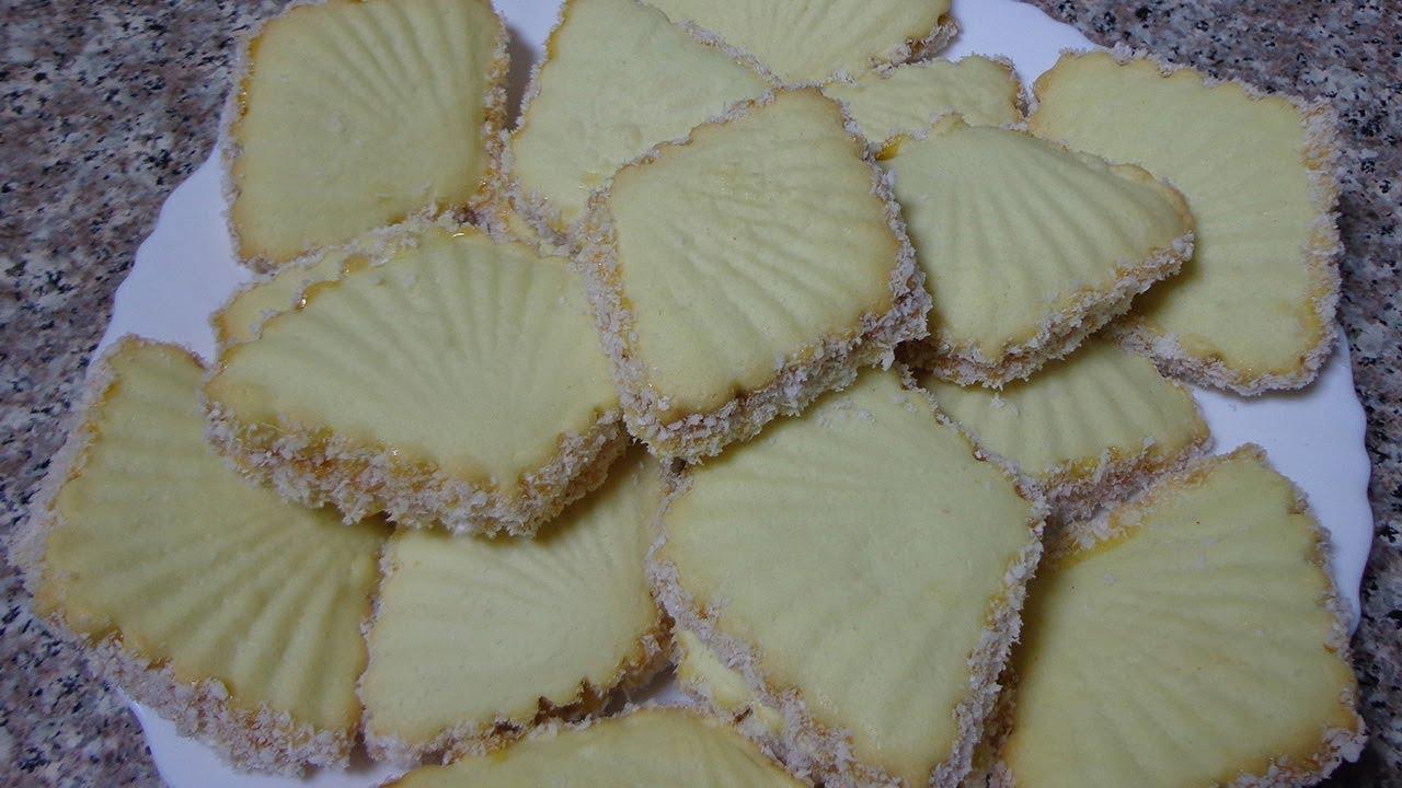 صورة حلويات جافة بالزيت , وفرى مع اسهل حلوى اقتصادية بالزيت