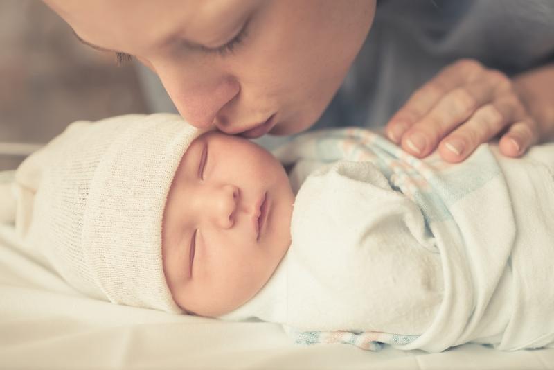 صورة الاطفال حديثي الولادة وكيفية التعامل معها , حديث الولادة مرهق لحديثي الزواج