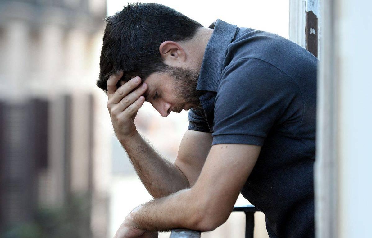 صورة صور رجال حزينه , الحزن نابع من القلب